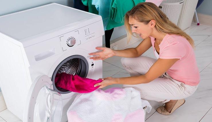 पाना चाहते है कपड़ों की खोई हुई चमक, वाशिंग मशीन में धोते समय करें इन चीजों का इस्तेमाल