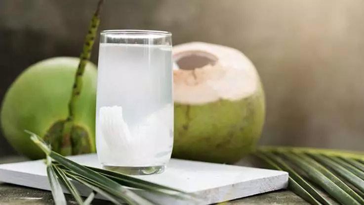 beauty benefits of coconut water,coconut water,beauty tips