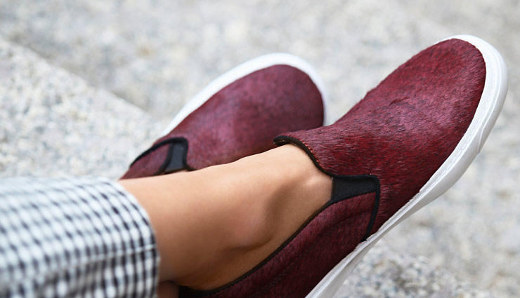 comfy footwear styles,modern loafer,slip-on sneakers,flat slides,ankle boots,fashion tips,footwear fashion