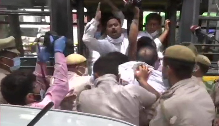 पेट्रोल-डीजल की बढ़ती कीमतों पर राजनीति तेज, कांग्रेस का प्रदर्शन, हिरासत में लिए गए कार्यकर्ता