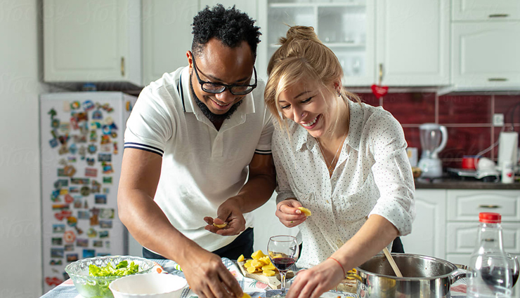 10 Benefits of Couple Cooking Together
