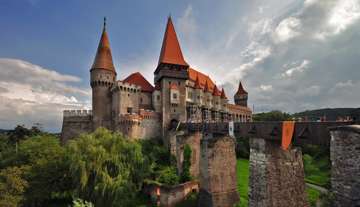 beautiful castles,beautiful castles to visit,most beautiful castle,fairy tale castles,travel,holidays,travel guide,travel tips