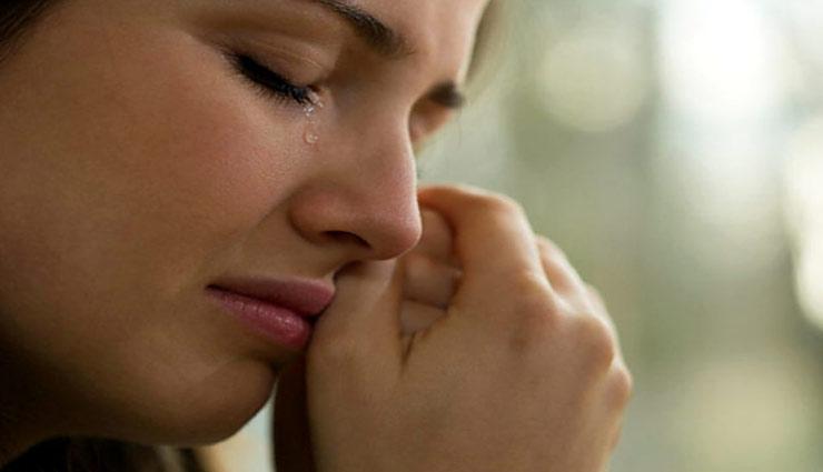 कभी-कभी रोना भी आपके लिए हो सकता है फायदेमंद, जानें कैसे