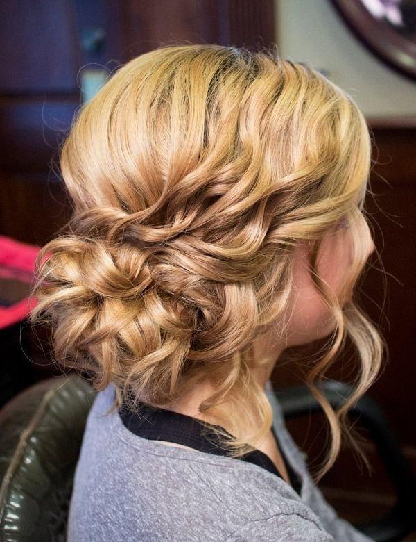 curly hair,hairstyle ,फैशन टिप्स, फैशन टिप्स हिंदी में, घुंघराले बाल, घुंघराले बालों की हेयर स्टाइल, हेयर स्टाइल टिप्स, महिलाओं का फैशन