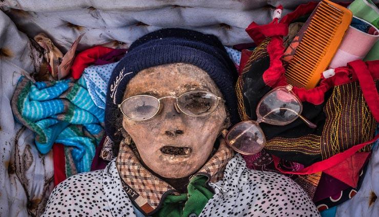 weird rituals,weird traditions,weird funeral,traditions of a funeral ,अनोखी परम्पराएं, अनोखे अंतिम संस्कार, अनिखे रीती-रिवाज, अंतिम संस्कार के अनोखे तरीके