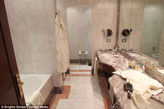 hotel room,person died in hotel room ,होटल के कमरे का राज, कमरे में मौत का राज, माइक होलोवेक्स, छिपे हुए राज