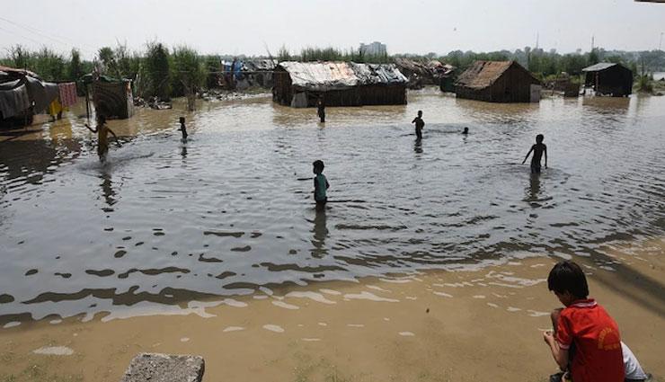 दिल्ली : बाढ़ का खतरा बढ़ा, यमुना का पानी खतरे के निशान से ऊपर, कई इलाकों को कराया गया खाली