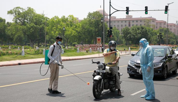 दिल्ली में कोरोना से 24 घंटे में 118 मौतें,  आज से कटेगा 2000 का चालान