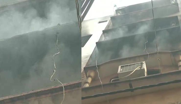 दिल्ली अनाज मंडी : बिल्डिंग में फिर लगी आग,  24 घंटे बाद भी निकल रहा धुआं