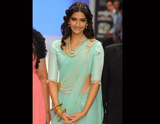 5 Designer Brooch To Add Grace To Your Saree Look