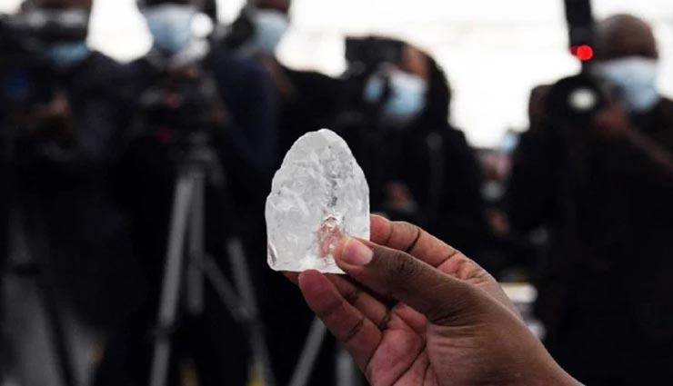 यहां मिला दुनिया का तीसरा सबसे बड़ा 1,098 कैरेट का हीरा, अपनेआप में बेहद अनोखा