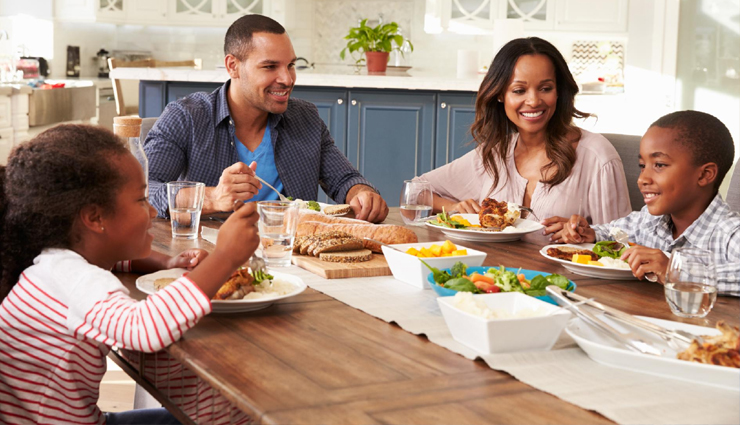 Tips To Help You Have Good Family Communication on Dining Table