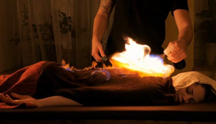 यहां शरीर में आग लगाकर किया जा रहा है बिमारियों का इलाज, नहीं पड़ती दवाइयों की जरूरत