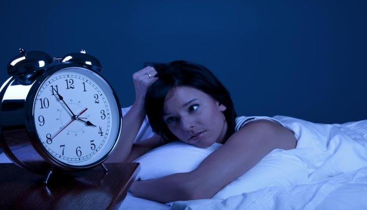 रात में नींद ना आने से हो चुके है परेशान, ये 4 योगासन दिलाएंगे आपको आराम