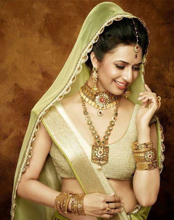 stylish blouse designs,divyanka tripathi,fashion tips from divyanka tripathi,latest fashion tips,fashion