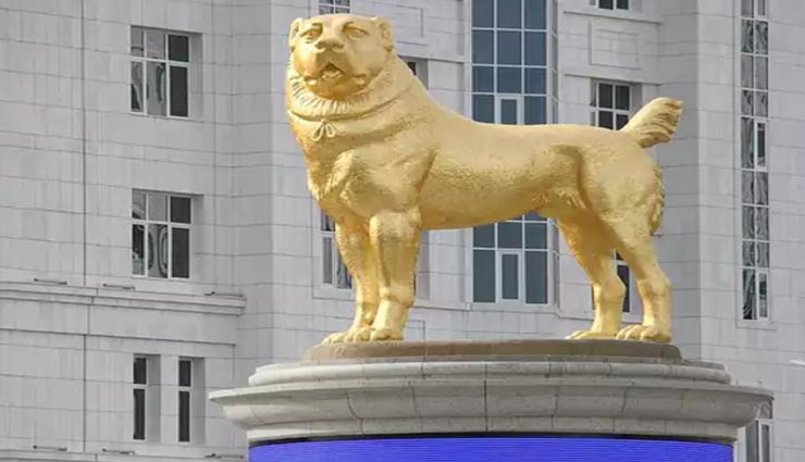 आखिर क्यों बनवाई गई एक कुत्ते की 50 फुट ऊंची सोने की मूर्ति, वजह कर देगी हैरान