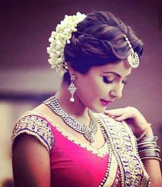 gajra to your hairstyle,hairstyle tips,gajra hairtyle trends,hairstyle,latest trending hairstyle,fashion tips