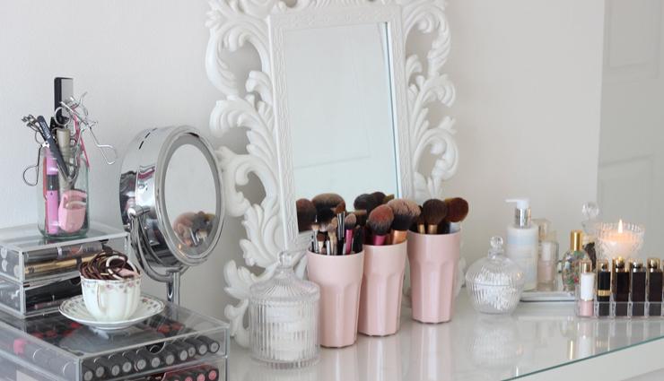 tips to organize dressing table,dressing table,dressing table decorating tips,household tips,home decor tips ,हाउसहोल्ड टिप्स, होम डेकोर टिप्स, ड्रेसिंग टेबल टिप्स, घर पर ड्रेसिंग टेबल को सजाने और व्यवस्थित रखने के टिप्स