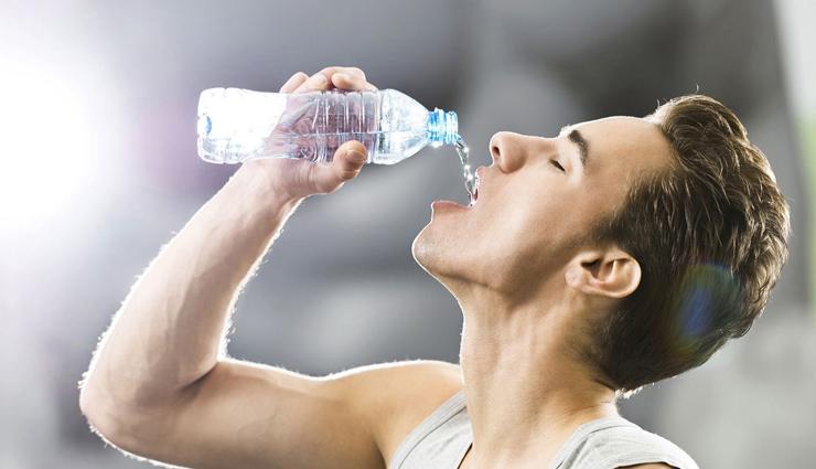 अगर पीते है बोतल से पानी तो हो जाइये सावधान !