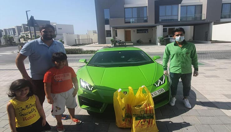 weird news,weird incident,mangoes delivery,delivery by lamborghini ,अनोखी  खबर, अनोखा मामला, आम की डिलीवरी, लैंबोर्गिनी से डिलीवरी