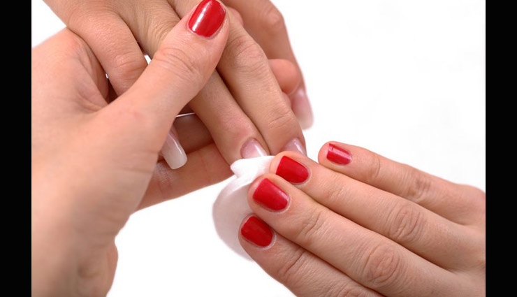 VIDEO- 5 Amazing Ways To Remove Nail Paint Without Using Remover ...