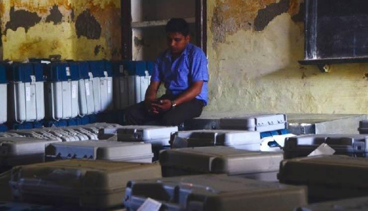 EVM की संदिग्ध आवाजाही : विपक्ष के दावों को चुनाव आयोग ने बताया गलत, कहा - आरोप बेबुनियाद