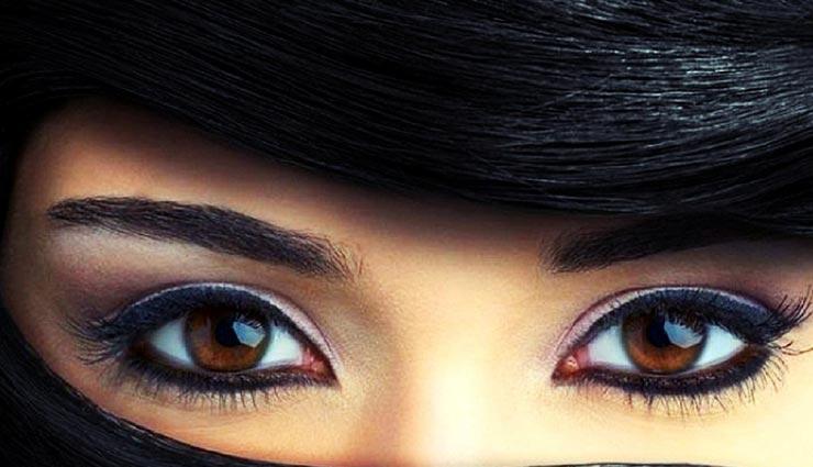 आंखों को बड़ा और आकर्षक बनाएंगे ये मेकअप ट्रिक्स