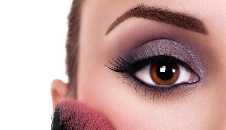 eye make up tips,eye make up,eye make up according to shape of eye,shapes of eye,make up tips,fashion tips,trendy eye make ups ,ट्रेंडी ऑय मेकअप,  मेकअप टिप्स, फैशन टिप्स, फैशन ट्रेंड्स