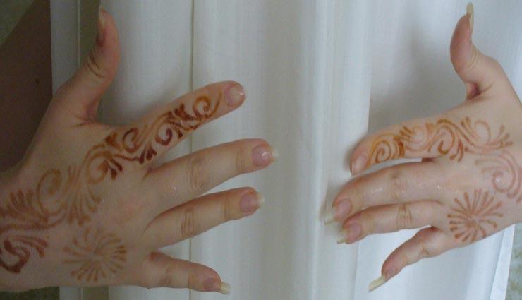 मेहंदी का फीका रंग घटाता है हाथों की खूबसूरती, इन उपायों की मदद से पाए छुटकारा