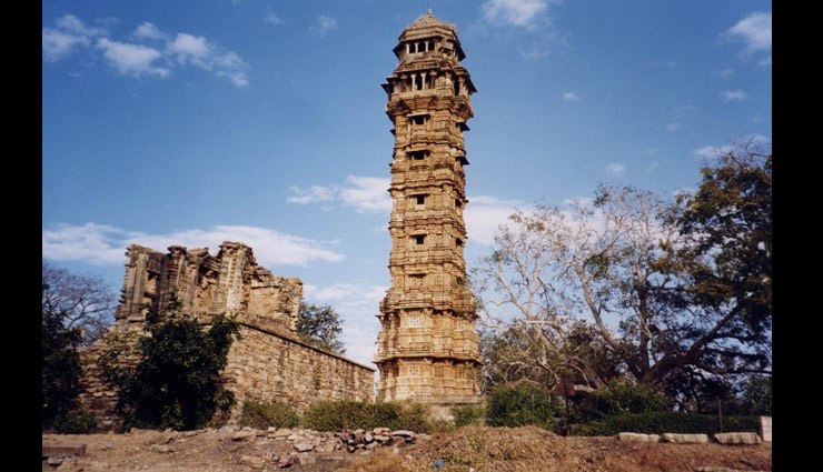 stambha of india,famous stambha of india,iron pillar,delhi,pillars of ashoka,vaishali,sun pillar,puri,heliodorus pillar,vidisha,vijaya stambha,chittorgarh fort