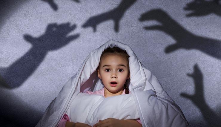 parenting tips,parenting tips in hindi,tips to get rid of child fear,child fear of the dark,vare of child ,परेंटिंग टिप्स, परेंटिंग टिप्स हिंदी में, बच्चों का अँधेरे से डर, अँधेरे से डर दूर करने के तरीके, बच्चों को निडर बनाने के तरीके