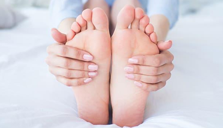 4 Remedies To Help You Get Soft Feet at Home