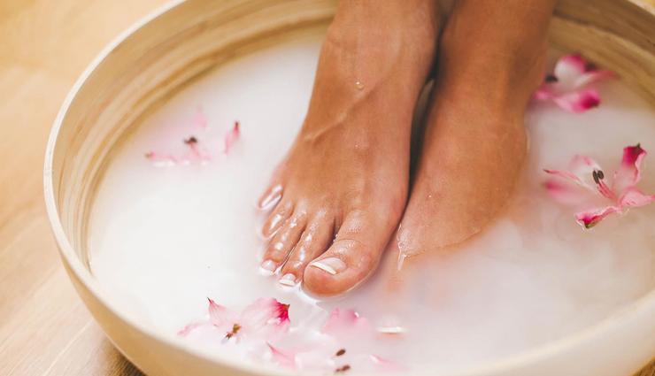 home remedies to treat cracked heels,treating cracked heels,tips to treat cracked heels,cracked heels treatment,beauty tips,beauty hacks