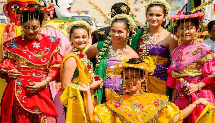 festival,women relation on other men,palm festival,indonesia festival ,त्यौहार, पॉन नाम त्यौहार, इंडोनेशिया फेस्टिवल, महिलाये, सम्बन्ध, गैर मर्द