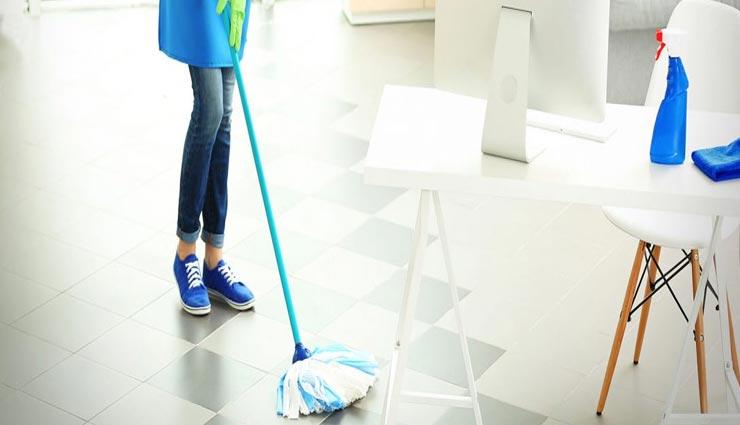 cleaning tips,floor cleaning tips,home tips,ways to clean floor,floor in rainy days ,साफ़ सफाई टिप्स, फर्श की सफाई के टिप्स, फर्श की सफाई के तरीके, बरसात में फर्श की सफाई