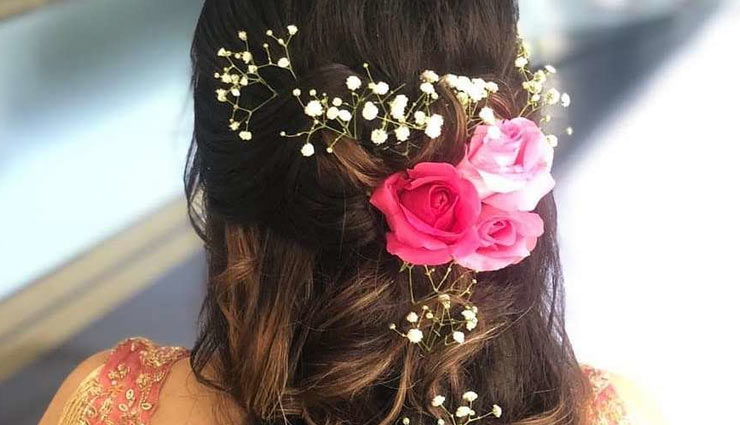 hair styles,flower hair styles,hair style with flowers,festive look hair styles,fashion tips,fashion trends ,फूलों का गजरा, हेयर स्टाइल,फैशन टिप्स