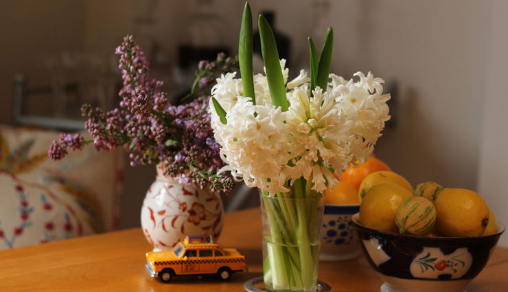 लंबे समय तक फ्रेश रहेगा फूलों का गुलदस्ता, आजमाए ये तरीके