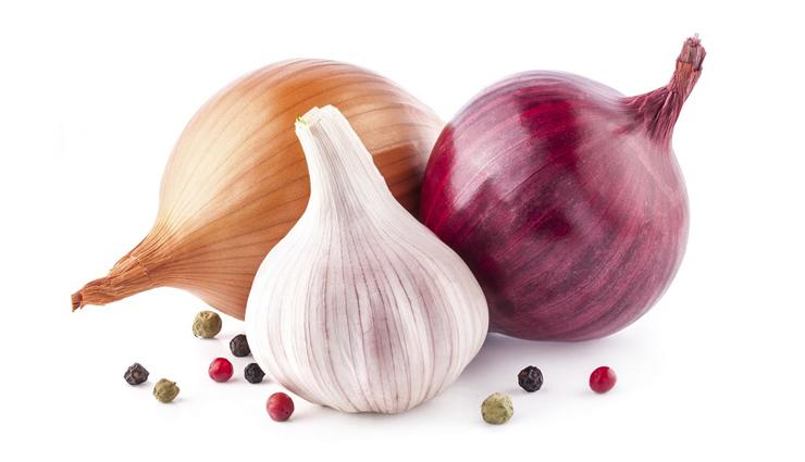 onion,hair growth,hair care,hair care tips,onion uses,onion benefits,beauty tips ,प्याज का रस, प्याज के लाभ, बालों की देखभाल के उपाय, ब्यूटी टिप्स