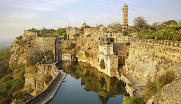 oldest forts in india,forts in india,india,amber fort,jaipur,jaisalmer fort,rajasthan,chittorgarh fort,udaipur,gwalior fort,madhya pradesh,red fort,agra