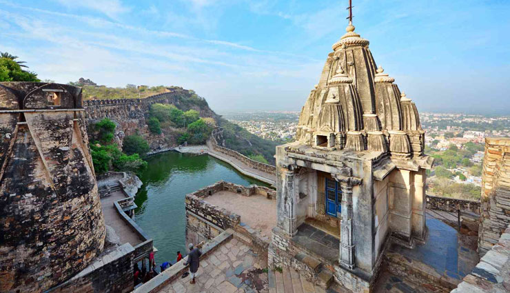 hill forts of rajasthan,forts of rajasthan,chittorgarh fort,kumbhalgarh fort,jaisalmer fort,ranthambhore fort,amer fort