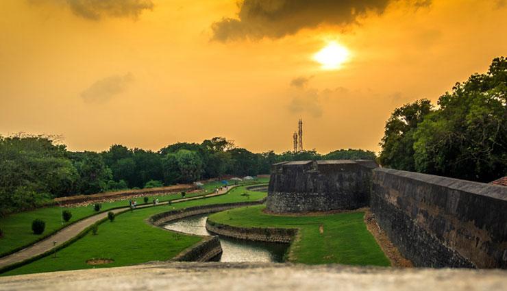 forts of kerala,must visit forts,anjuthengu fort,bekal fort,kannur fort,tellicherry fort,padmanabhapuram palace