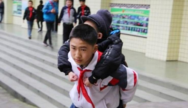 schoolboy has carried,disabled best friend,carried for six years,xu bingyang,zhang ze,chinese schoolboy , दिव्यांग दोस्त, चार साल में दिव्यांग, चीन