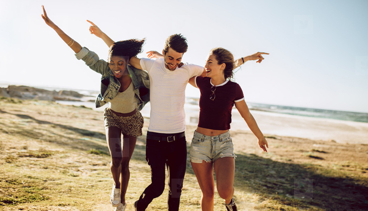 7 Signs Your Boyfriend is Interested in Your Friend