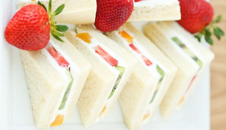 सैंडविच खाने का बन रहा है मूड तो घर पर बना कर खाए 'फ्रूट सैंडविच' #Recipe
