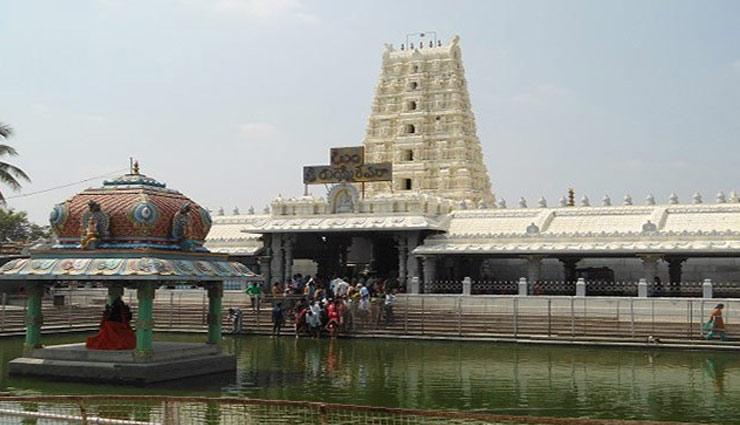 Ganesh Chaturthi 2018 : गणेश जी के इस मंदिर में मूर्ती बदलती है अपना आकार, वो भी हर दिन