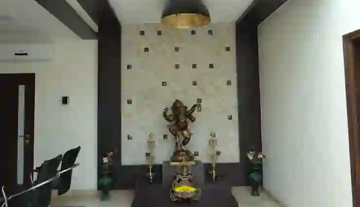 positive energy,vastu tips,vastu tips for positive energy,convex mirror,buddha at the main entrance,ganesha at the main entrance,water with flowers,bowl filled with sea salts