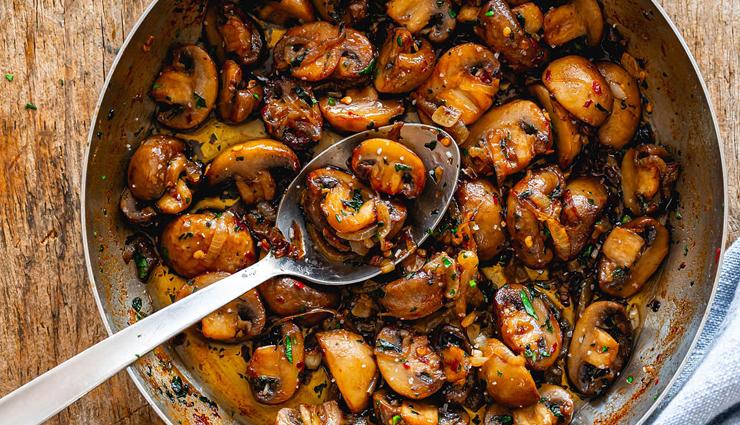 butter garlic mushroom,butter garlic mushroom recipe,hunger struck,food,easy recipes
