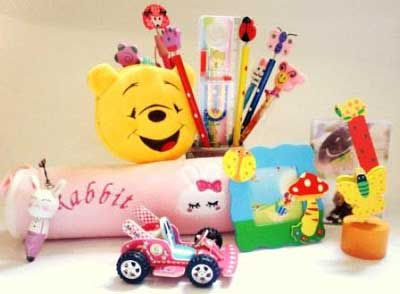 gift,childrens day,gift ideas,games,gadgets,cake,pastry,Chocolate ,बाल दिवस, गिफ्ट आइडियाज, बच्चो को गिफ्ट, खिलौने, गैजेट्स, दिमागी गेम्स, चॉकलेट, पेस्ट्री, केक, स्टैंसिल आर्ट