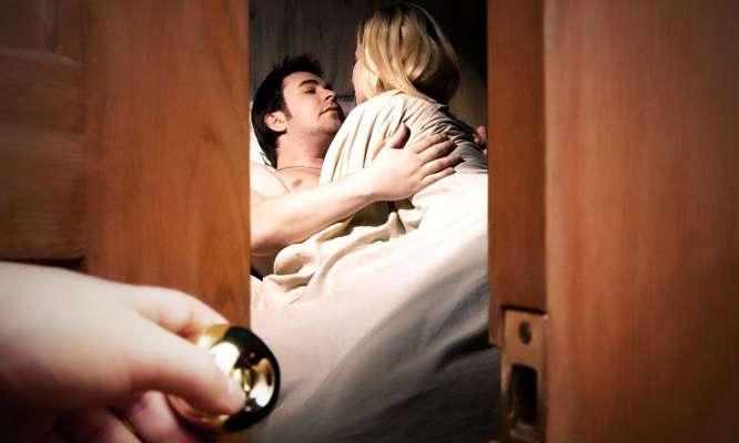 girlfriend cheating,relationship tips,cheating tips,how to know girlfriend cheating ,गर्लफ्रेंड, गर्लफ्रेंड का धोखा, रिलेशनशिप टिप्स, गर्लफ्रेंड के धोखे के संकेत