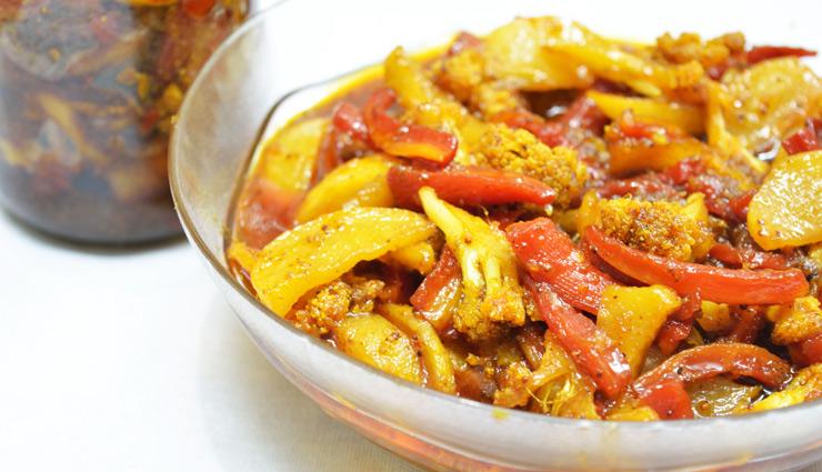 सेहत से भरपूर होता है गोभी-गाजर का अचार, देगा बाजार जैसा खट्टा-मीठा स्वाद #Recipe
